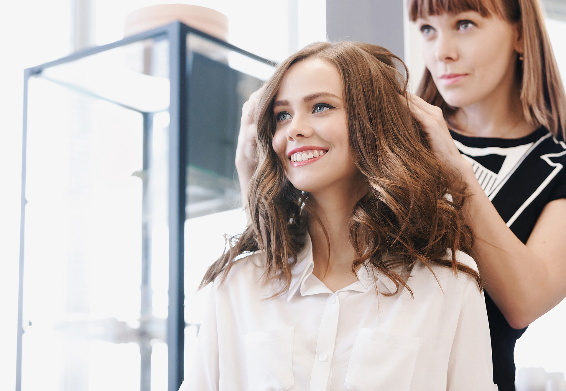 How to Become a Cosmetologist by Going to Beauty School